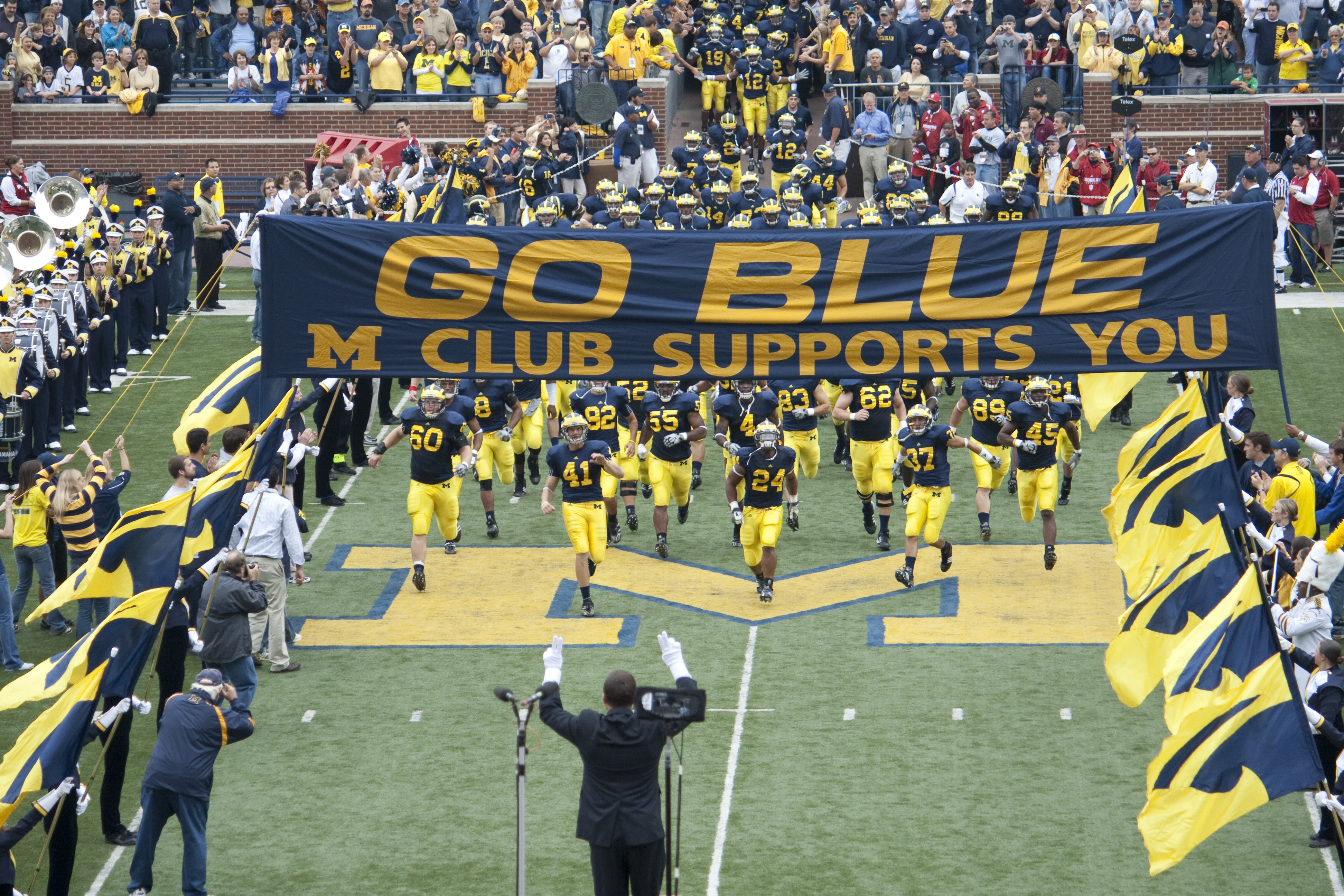 20090926_Michigan_Wolverines_football_team_enters_the_field_with_marching_band_salute