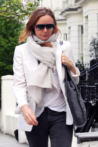 Stella+McCartney+Claudia+Schiffer+Out+London+0Y6vKbCNUDWl